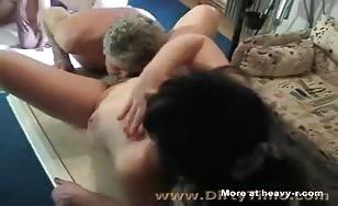 Peeing on a sluty before fucking her